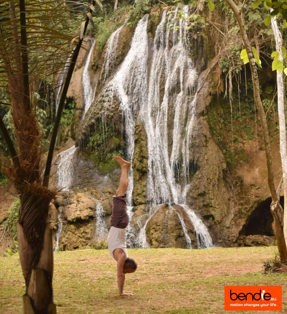 Handstand & core conditioning bij Bendie Leeuwarden, Handstand bij een waterval.
