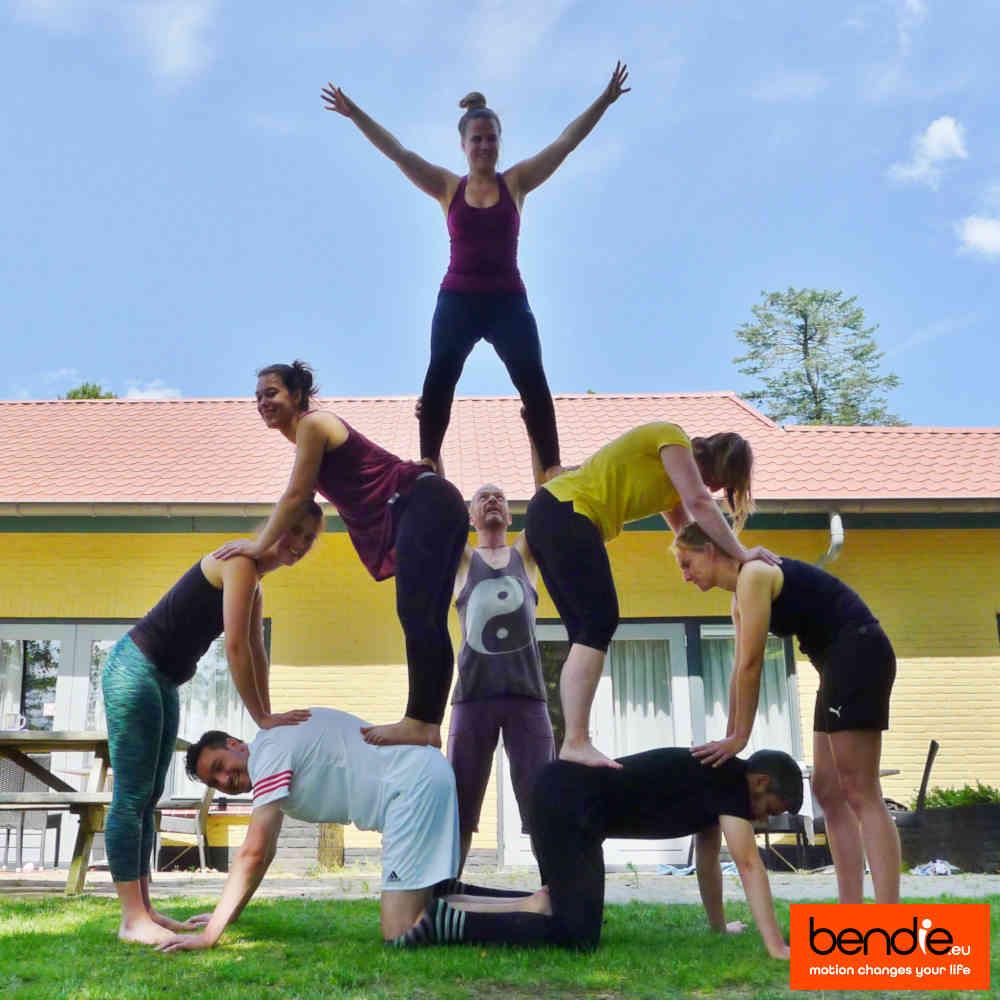Teambuilding in Leeuwarden door Bendie. Een menselijke pyramide.